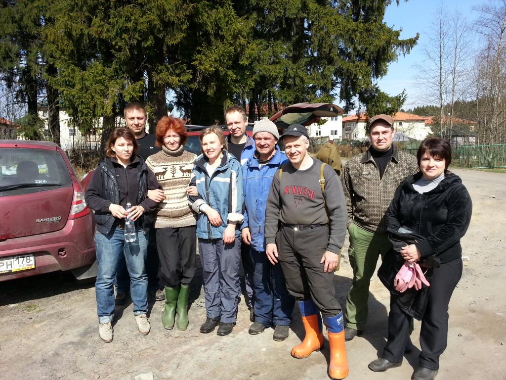 Добровольцы после очистки спортивной трассы Гарболово